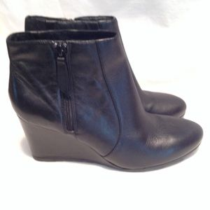 Clarks Artisan Rosepoint  black lather wedge boot